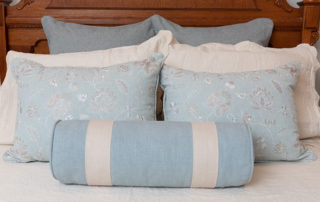 Bedding-with-pillows-Light-blue