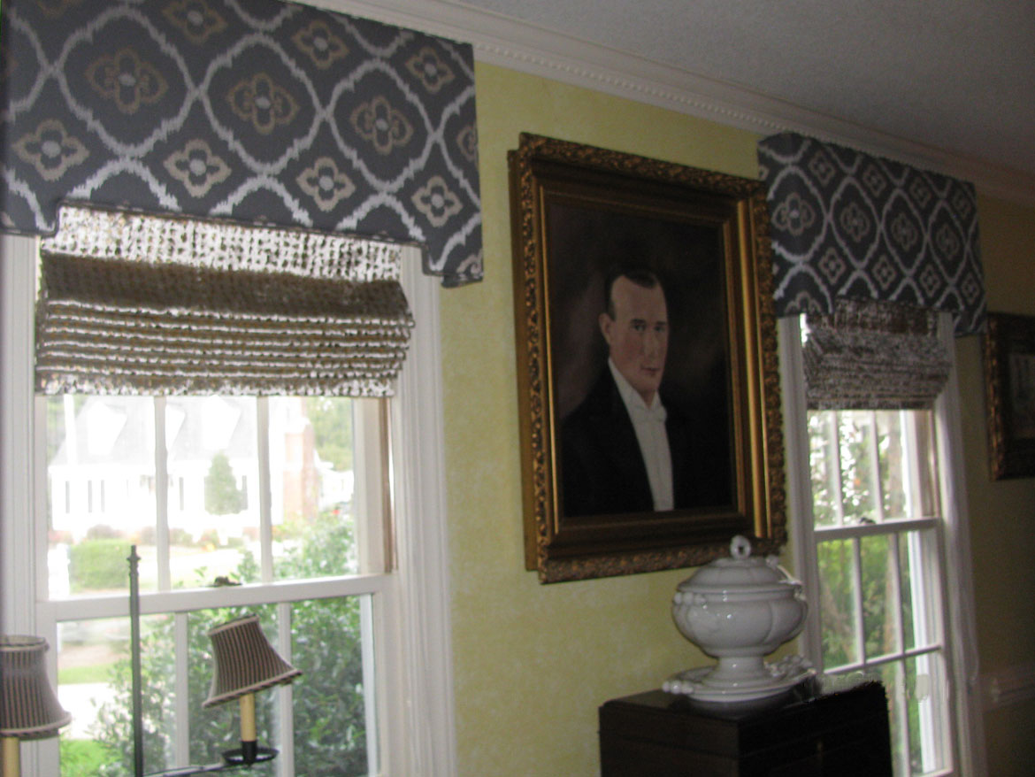 Dining Room With Cornices And Shades Ronica S Custom