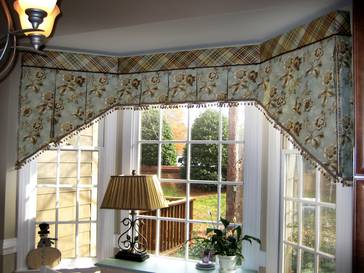 Bay Window With A Box Pleated Valance Ronica S Custom